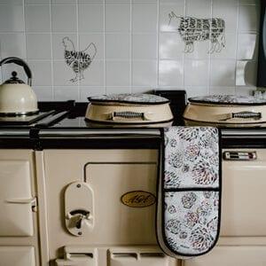 Dandi Design Oven Glove on display on Aga Cooker